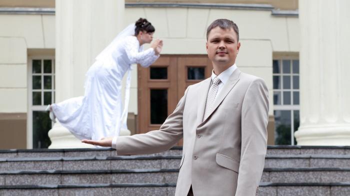 Отгуляли в столовке: 14 свадебных фото из 2000-х, которые напомнят, как выглядит безудержное веселье