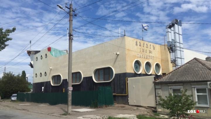 Школа юнг в трюме и парная на палубе: рассматриваем дом-корабль в центре Таганрога