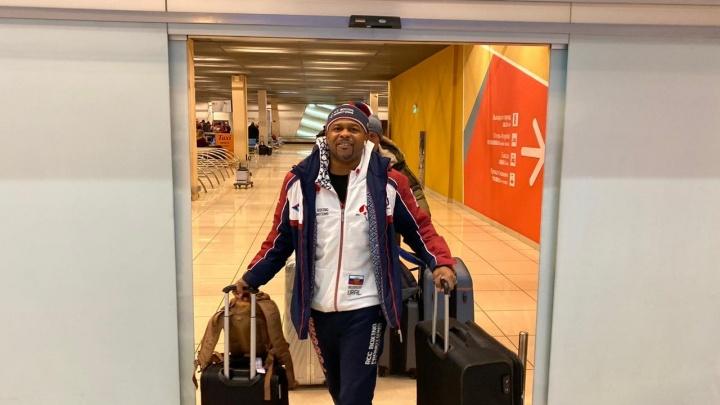 Супербоксер Рой Джонс прилетел в Екатеринбург. На его шоу уралец начнет путь к титулу чемпиона мира