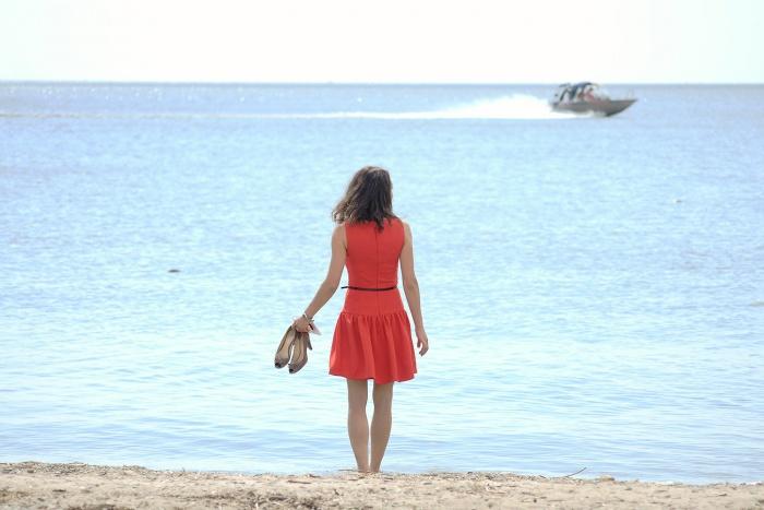 Многие новосибирцы предпочитают одеваться так, чтобы после работы можно было сразу пойти на пляж