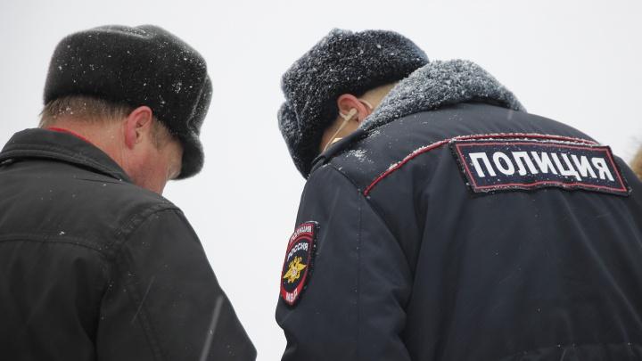 Омича отдали под суд за то, что он утром 1 января укусил полицейского за ногу