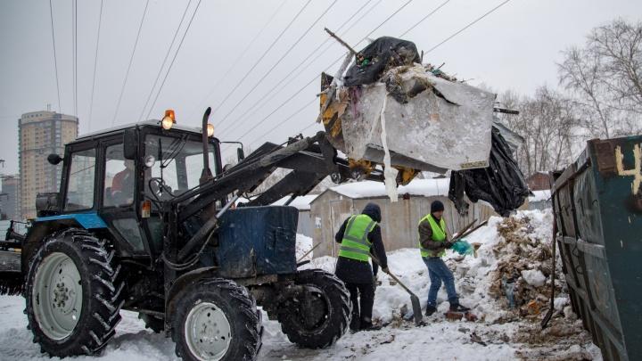 Найти и вывезти: «Спецавтобаза» убрала 10 незаконных свалок в центре и на окраинах Екатеринбурга