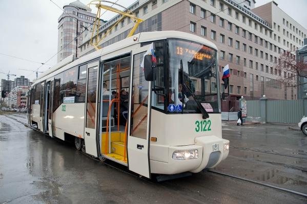В первой половине дня трамвай будет разворачиваться на Депутатской