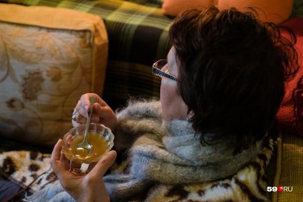 При простуде мёд можно есть вприкуску, если не болит горло