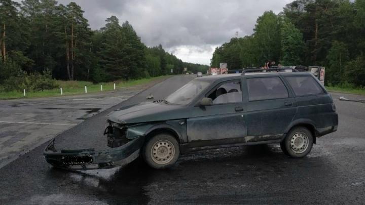 На трассе «Иртыш» в Зауралье столкнулись ВАЗ и рефрижератор