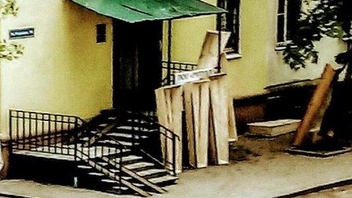 Надоело смотреть на гробы: ярославские пенсионеры ополчились на ритуальную контору в своем дворе