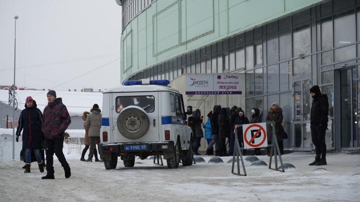 Больницы и ТЦ. По Перми прошла вторая волна эвакуаций из-за сообщений о взрывных устройствах