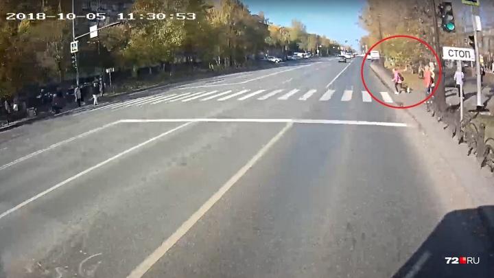 Водитель автобуса, попавшего в ДТП у ДК «Строитель», показал на видео причину экстренного торможения