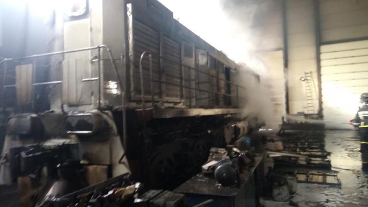 В Уфе прямо в депо загорелся тепловоз, пострадали двое