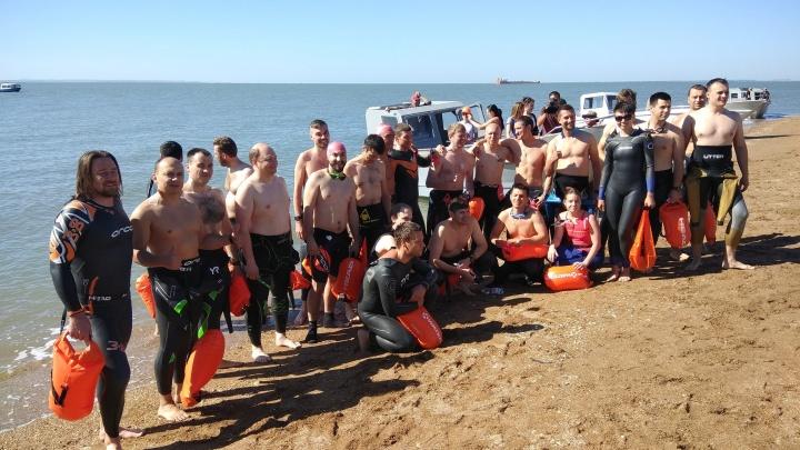 Екатеринбуржец и ещё 29 российских пловцов переплыли Керченский пролив и добрались до Крыма