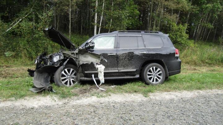 Пенсионер из Боровского на внедорожнике пошел на обгон и устроил ДТП на трассе. Погиб один человек