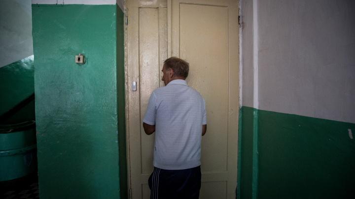 Хозяин мышиной норки: пенсионер живет в 6-метровой комнатке в общежитии