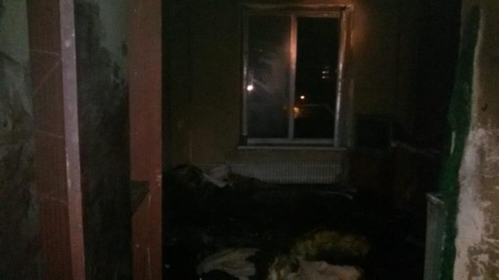 Эвакуировали 20 человек: ночной пожар в Уфе тушили семь машин