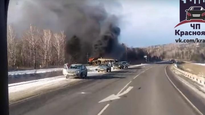 Два грузовика после аварии сгорели в кювете под Вознесенкой