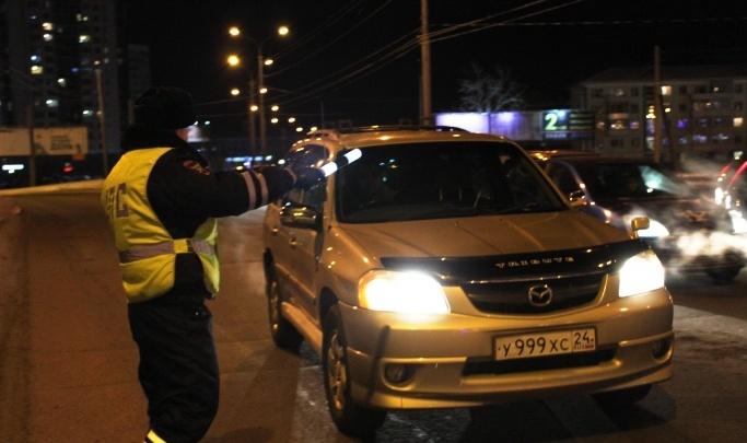 Молодой полицейский пообещал решить вопрос с авто и по пути напал на водителя с ножом