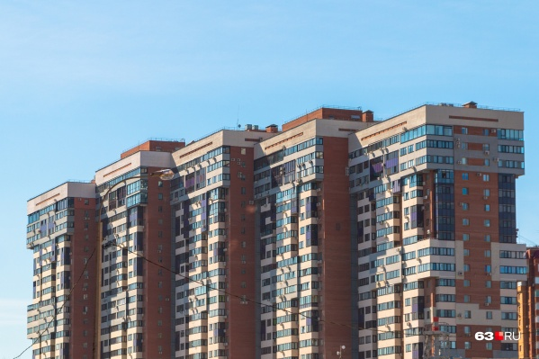 Собственники квартир в этой «элитке» с видом на Волгу решили сэкономить на ЖКХ и остались без канализации