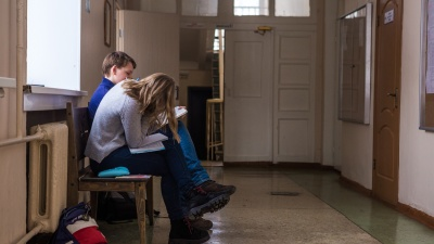 «Двое детей, на кружки уходит 24500 рублей». Родители Новосибирска — о тратах на образование детей