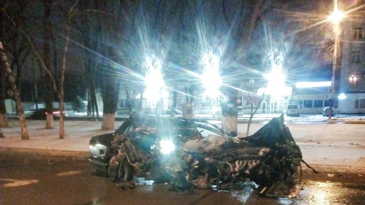 Вдребезги: в Ростове на Шолохова столкнулись два автомобиля