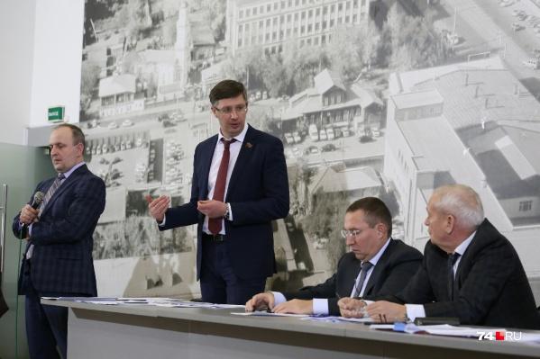 Депутат Александр Павлюченко несколько раз напомнил, что дорога на проспекте Давыдова — временная