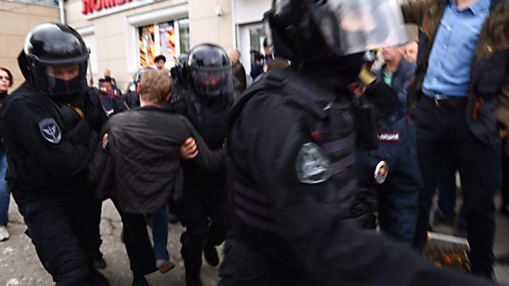«Кто-то упал и ударился лицом об асфальт»: новосибирец — о массовых задержаниях в центре Москвы