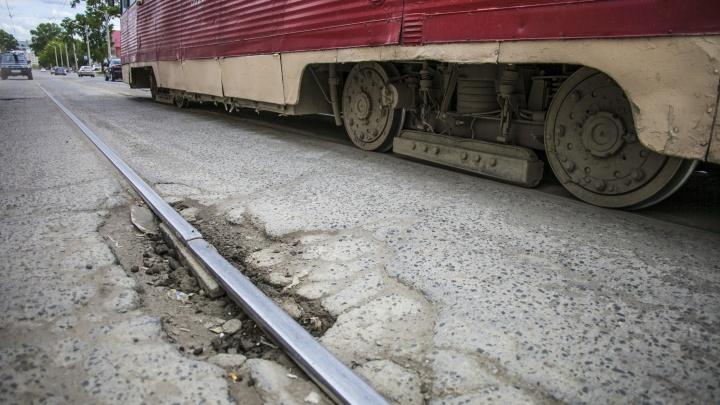 «Мириться с этим просто нельзя»: мэр пообещал начать большой ремонт трамвайных путей