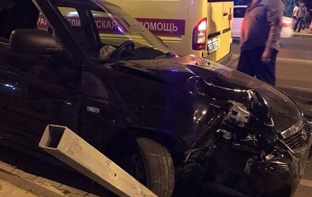 В Ростове на Левобережной девушка-пешеход попала под колеса автомобиля
