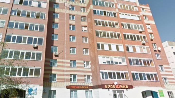 15-летнюю тюменку, упавшую с 10-го этажа дома на Амурской, переводят из реанимации в отделение