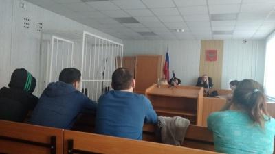 Сигнальные пистолеты и 15 телефонов: омский суд продолжает рассматривать дело банды сутенёров