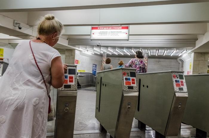 Очередь перед турникетами для карт выстраивается в час пик