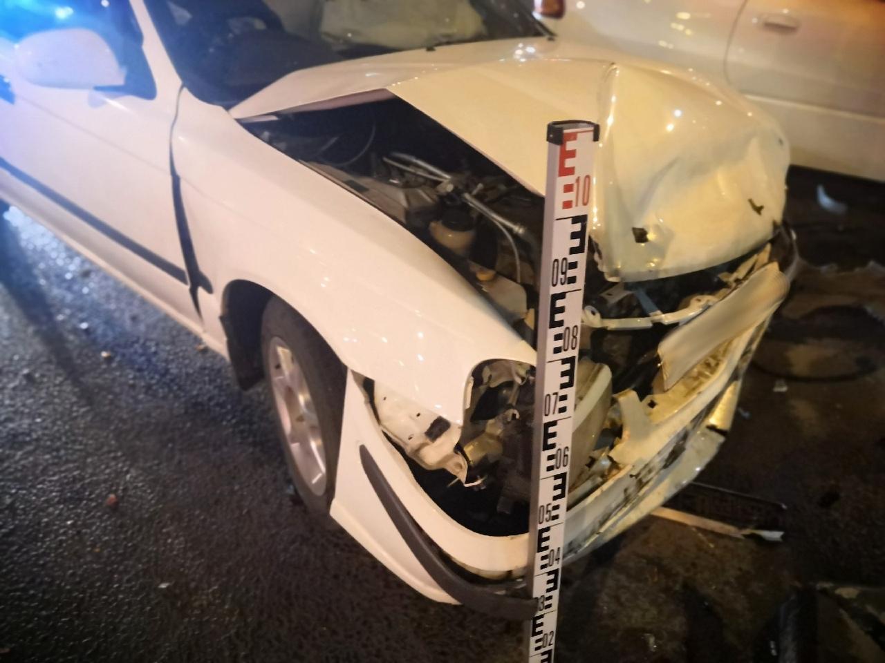 У обеих машин повреждена передняя часть