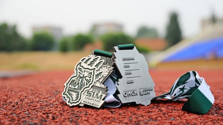 Медали Сибирского международного марафона сделали в виде знаменитой «брендолапы»
