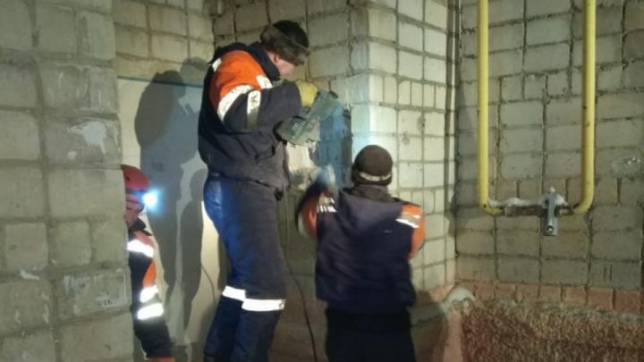 Пролетел девять этажей и остался жив: в Башкирии из вентиляционной шахты спасатели достали мужчину