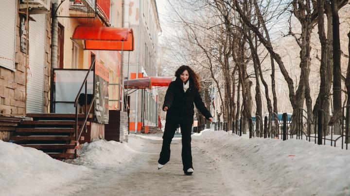 На коньках по городу: пробуем не упасть в тюменских дворах, которые превратились в сплошной каток