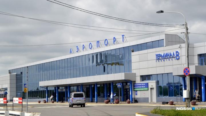 Омский аэропорт готов заплатить 320 тысяч рублей за новую надпись на фасад