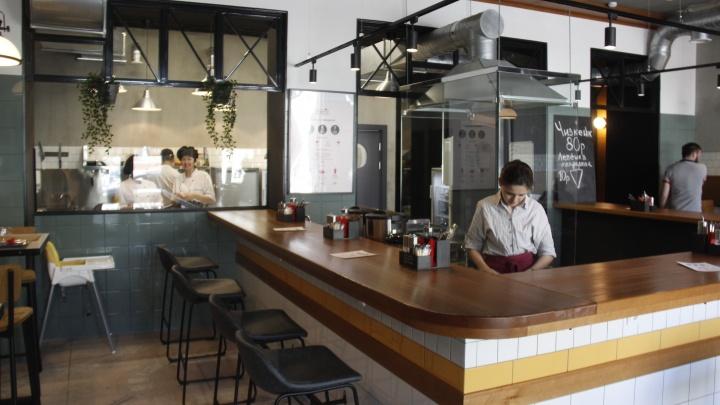 Около Калининского универмага открылось кафе с единственным блюдом в меню