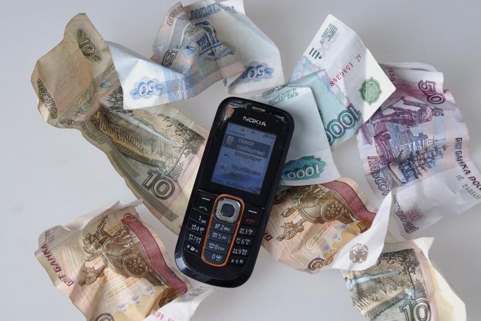 Мужчина рассчитался за мобильные телефоны фальшивыми деньгами на сумму 90 тысяч рублей