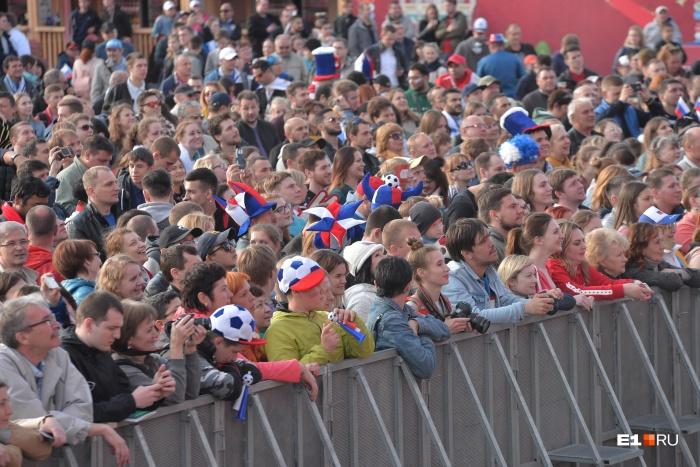 На открытие фан-зоны пришли тысячи горожан и гостей города