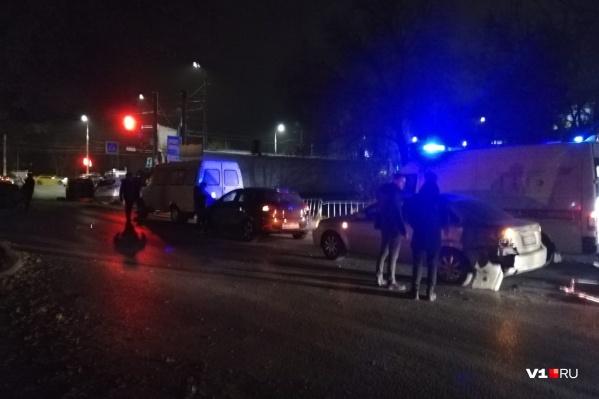 В аварии пострадали около десяти автомобилей