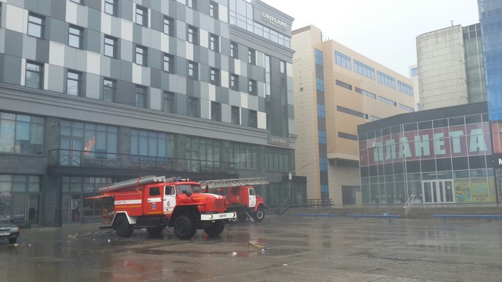 На площадь Маркса съехались пожарные машины