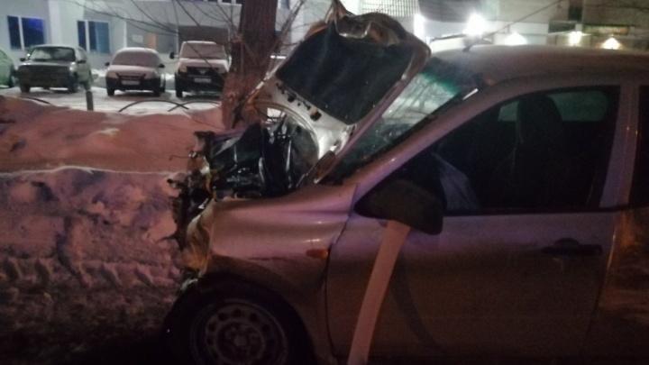 Пять человек пострадали в аварии возле тюменского завода «Электрон»