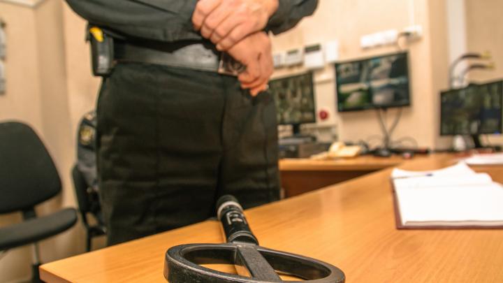 Хотели взять штурмом: в Тольятти семь человек пытались прорваться в суд