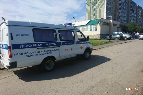 На месте работают следователи и полиция