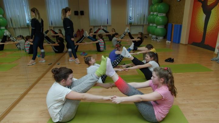 Спортивные игры, пилатес и планка: известный клуб открыл набор на фитнес для подростков