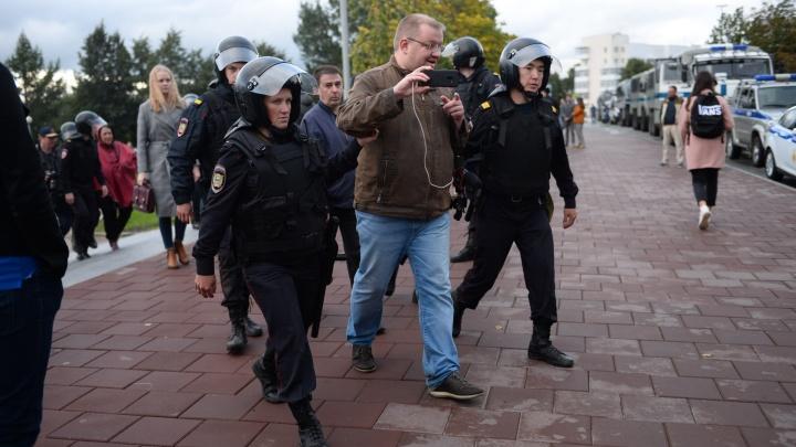 Журналиста и фотографа Е1.RU задержали на митинге против пенсионной реформы в Екатеринбурге