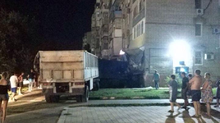 Водитель КАМАЗа погиб в ДТП в Ростовской области