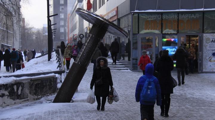 Нужен больше Сталина: новосибирцы вступились за памятник гвоздю, который хотят убрать