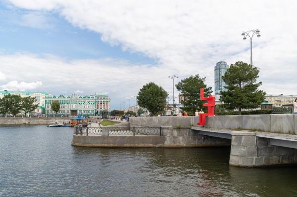 «Красный человечек» смотрит в сторону Макаровского моста