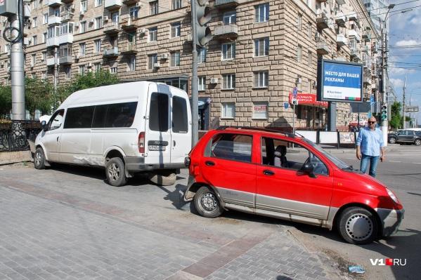 Аварии на проблемном перекрестке в центре Волгограда случаются почти каждую неделю