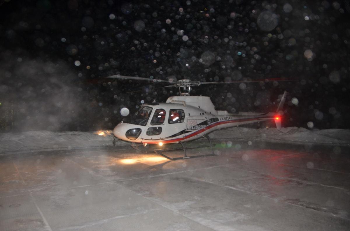 Летели без ориентиров: в Екатеринбург впервые ночью на вертолёте привезли больного ребёнка