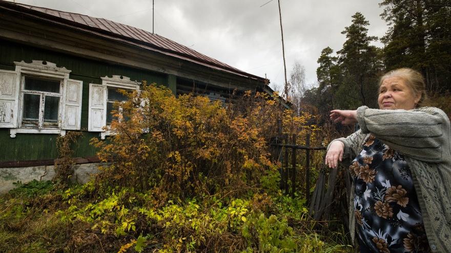 «Домой хожу по билету из зоопарка»: как живут люди, чьи одноэтажки хотят снести ради жирафов